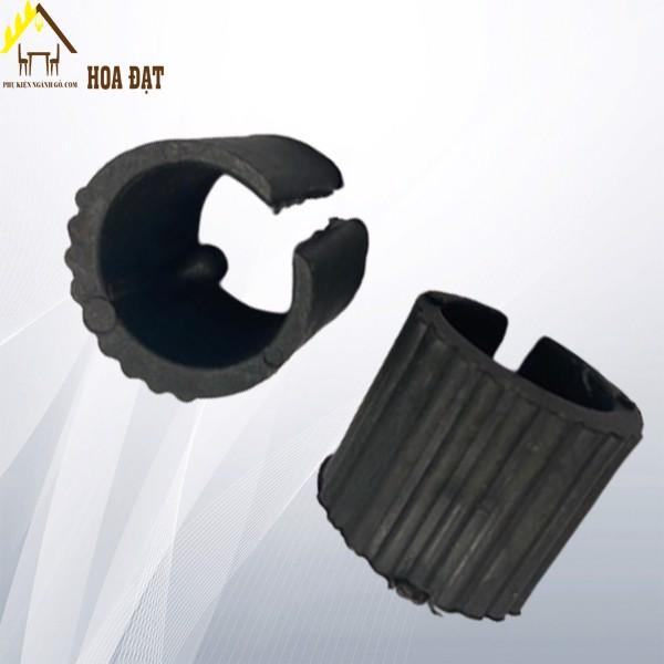 Nút nhựa ốp ống phi 21 có lỗ vis PB21V (kg)