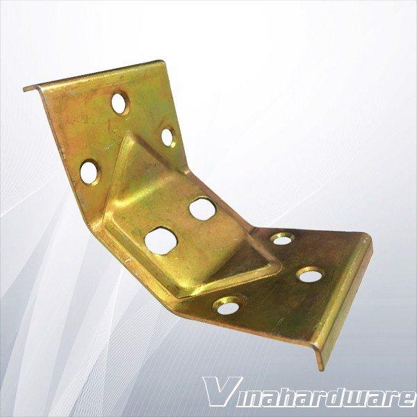 Pát sắt bàn vuông góc chân bàn tủ P136