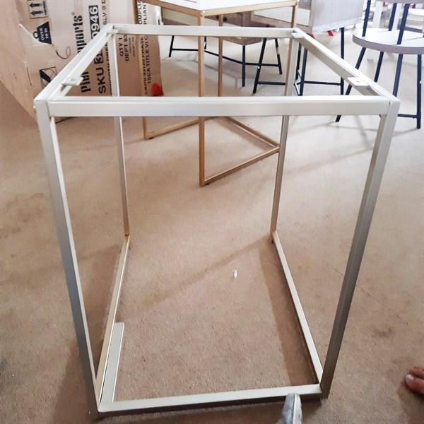 Khung bàn sắt SP028548 gia công sơn màu bạc 608x606x598mm (Cái)