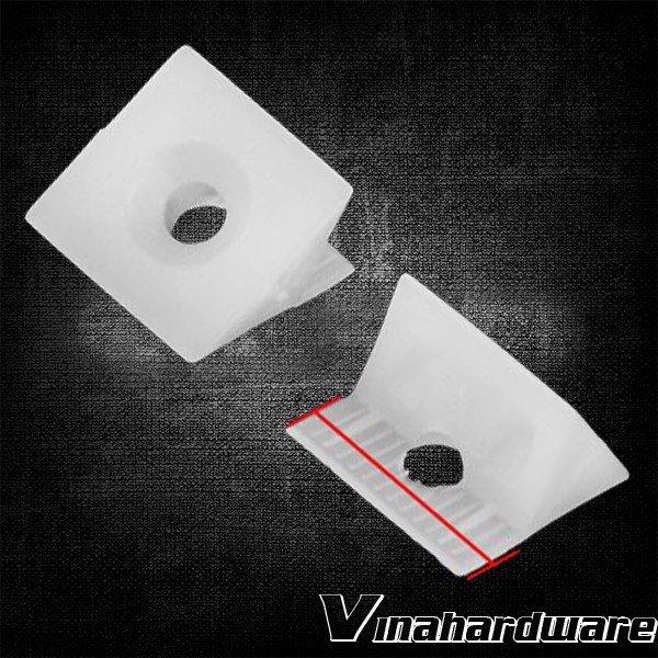 Pát nhựa ke góc vuông 13mm P4551