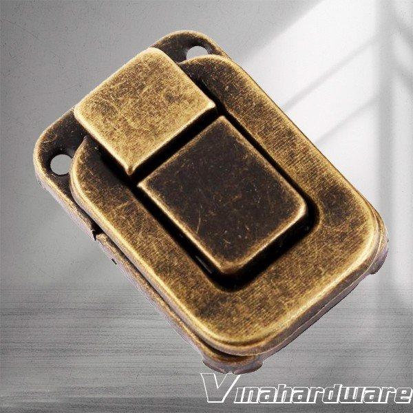 Chốt khóa tủ gỗ móc vuông lớn màu giả cổ 40x27mm KT049GC (Cái)