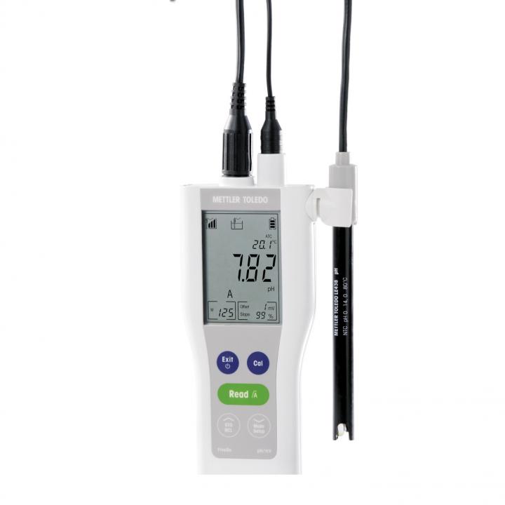 Máy đo pH/mV/Nhiệt độ cầm tay FiveGo F2 Mettler Toledo 30266889