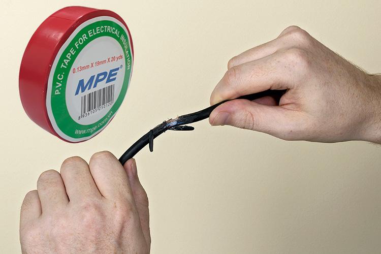 Băng keo điện P.V.C 0.13mmx19mmx20yds BKR-20 màu đỏ