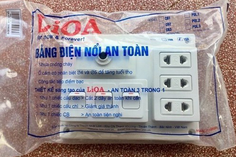 Bảng điện nổi CB 15A không lắp phụ kiện LiOA B-CB15A3L