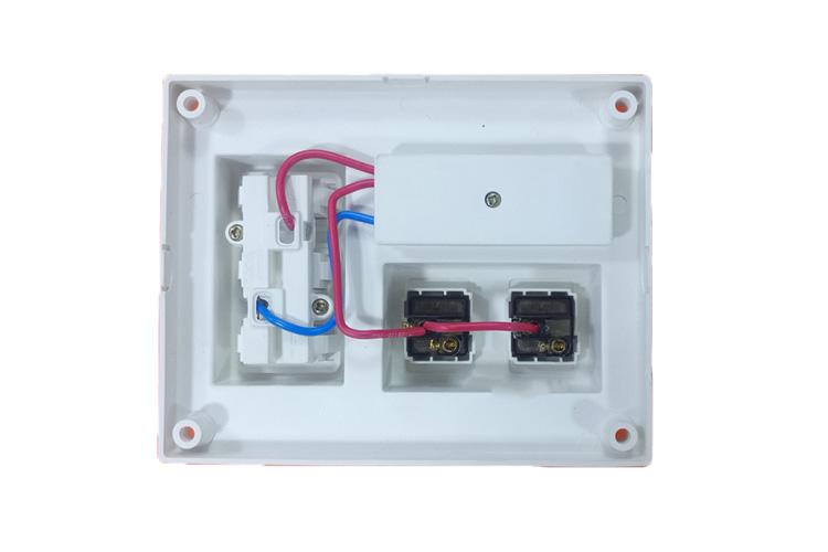 Bảng điện nổi CB 15A có 3 ổ cắm đôi 2 chấu và 2 công tắc 1 chiều LiOA B-CB15A2C