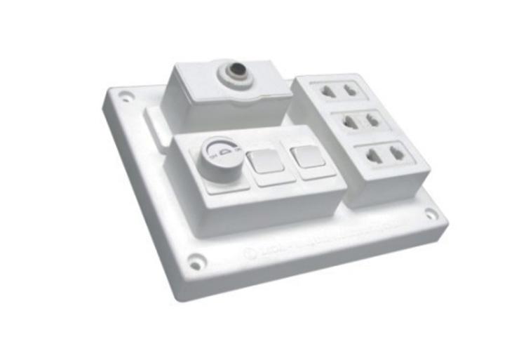 bảng điện nổi CB 15A có 3 ổ cắm đôi 2 chấu và 2 công tắc 1 chiều + điều chỉnh sáng đèn đến 500VA LiOA B-CB15A2CD