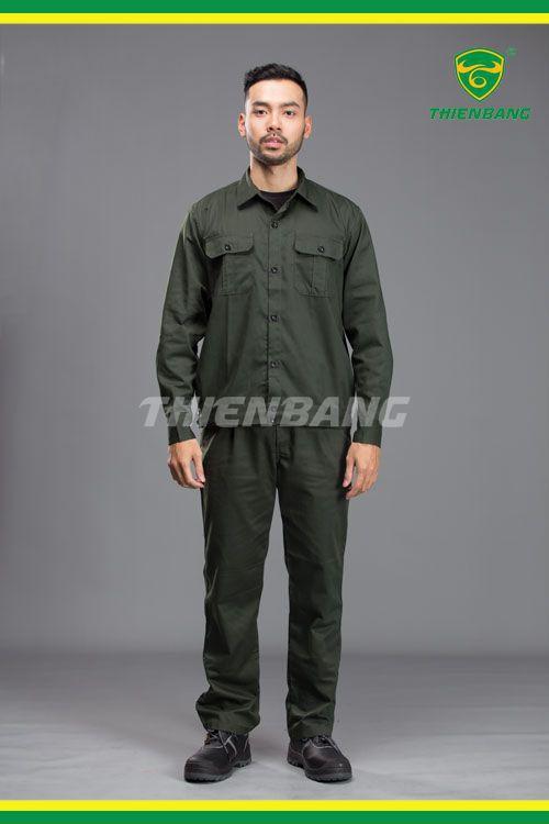 Quần áo theo màu xanh rêu