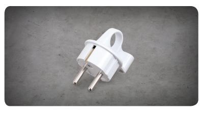 L-Shaped Grounded Plug